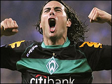 Werder Bremen striker Claudio Pizarro