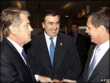 Viktor Yushchenko, Mikhail Saakashvili and Jan Peter Balkenende in Prague (7 May 2009)