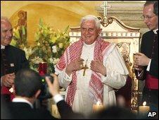 Pope wears Jordanian Keffeyeh