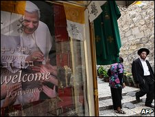 Poster pf Pope in Jerusalem