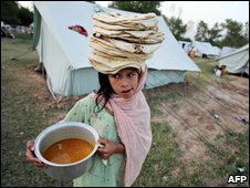 Displaced girl in Mardan, Pakistan, 8 May 2009