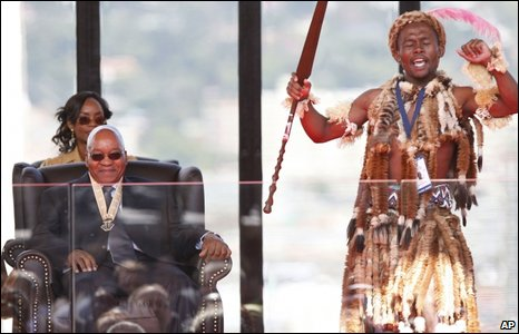 Jacob Zuma watches as a Zulu singer performs during his inauguration, 9 May