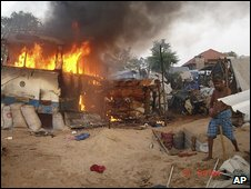 Burning bus in Sri Lanka's 'safe zone' � image by pro-Tamil website TamilNet