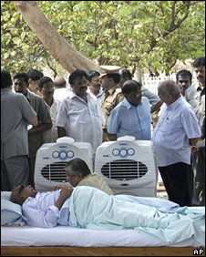 Tamil Nadu state Chief Minister M. Karunanidhi lies on a bed as he fasts to demand a ceasefire between the Sri Lankan government and Tamil Tiger rebels, in Chennai, India, Monday, April 27, 2009.
