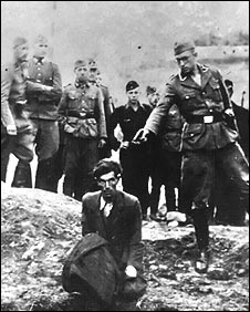Nazi death squad executes Ukrainian Jews