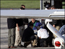 John Demjanjuk is helped on board the plane at Cleveland airport (11 May 2009)