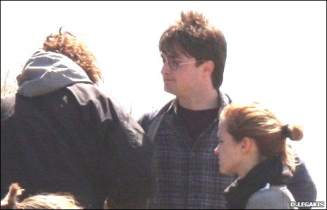 Daniel Radcliffe (Harry Potter) and Hermione Granger (Emma Watson) in conversation with other crew members