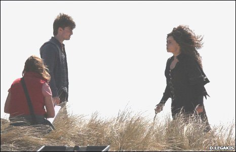 Actress Helen Bonham-Carter(Bellatrix Lestrange) filming with with Daniel Radcliffe