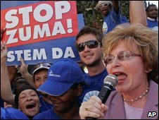 South Africa�s Democratic Alliance leader Helen Zille, right, campaigning in Cape Town on 13 April 2009