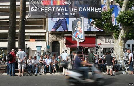Fans awaiting the stars outside the Palais des Festivals