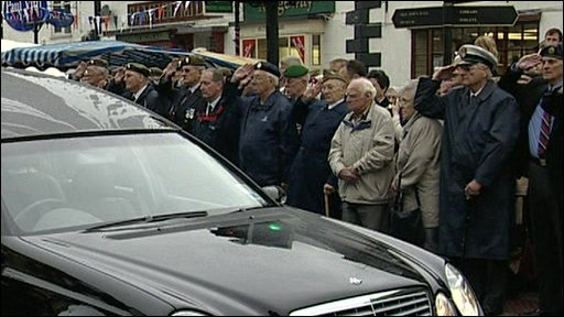 Soldiers saluted in Wootton Basset