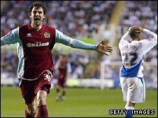 Steven Thompson scores for Burnley against Steve Coppell's Reading
