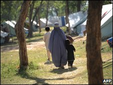 Displaced people in Mardan, 15 May 2009