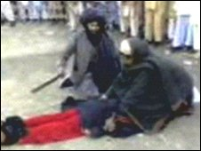 Alleged Taleban flogging in NW Pakistan