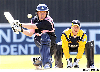 Middlesex's Eoin Morgan plays a reverse sweep