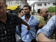 An alleged militant (in blue shirt) being arrested in Dhaka (File photo)