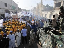 Thousands of people march in an anti-Sudanese rally in Chad's capital, N'Djamena, 13 May 2009