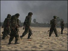 An image released by the Sri Lankan military shows soldiers patrolling along the war zone in Vellamullivaikal, Sri Lanka (15.05.2009)
