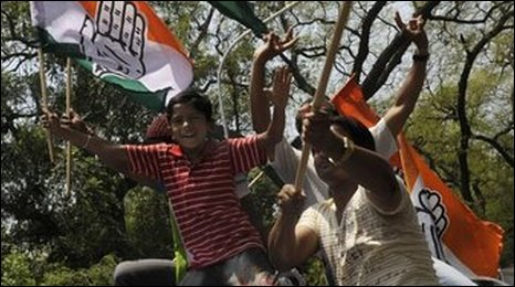 Congress Party supporters celebrate in New Delhi, India, 16 May 2009