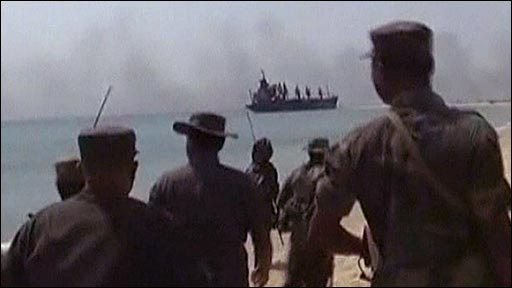Sri Lankan troops patrolling the coastline