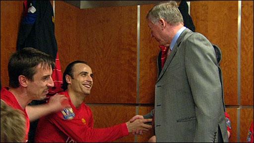 Sir Alex Ferguson congratulates Dimitar Berbatov