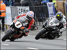 Steve Plater comes in ahead of Bruce Anstey at the NW200