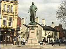 Sir Robert Peel statue in Bury