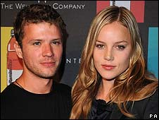 Abbie Cornish (right) with Ryan Phillippe