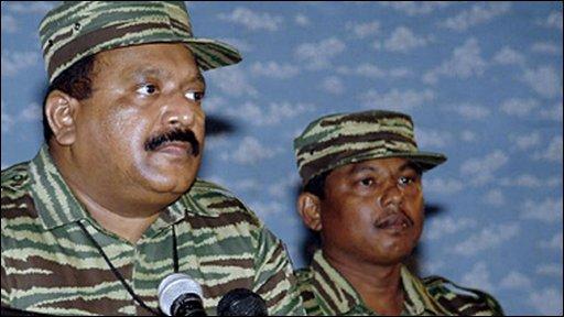 Velupillai Prabhakaran (l)