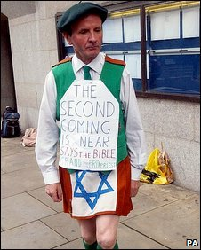 Neil Horan dances outside the Old Bailey in October 2004