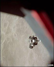 Ascent stage of the Apollo 10 Lunar Module prior to docking (Nasa)