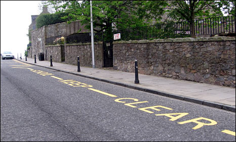 Zig-zag 'school keep clear' sign in Aberdeen at St Peter's Nursery