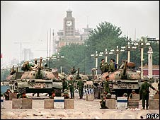 Chinese army tanks guard the strategic Chang'an avenue leading to Tiananmen square (6 June 1989) Manuel Ceneta/AFP