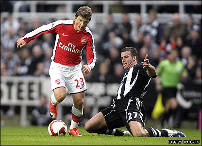 Arsenal's Andrey Arshavin and Newcastle's Steven Taylor