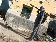An Islamist fighter opposed to the government, near the presidential palace in Mogadishu on 17 May 2009