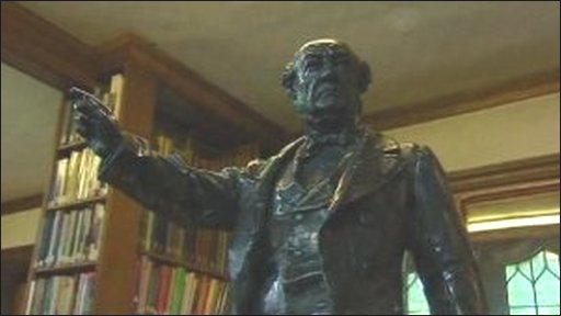 Statue of William Gladstone inside Deiniol library