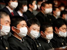 Japanese schoolchildren wear protective masks on an outing in Tokyo, 19 May
