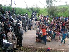 Ethnic Hmong asylum seekers confronted by Thai military in northern Thailand (copyright MSF)