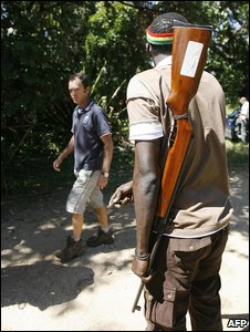Armed men ask farmers to leave