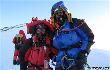 Ranulph Fiennes and Sherpa Lhakpa Thundu on Mount Everest