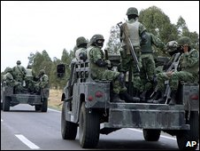 Soldiers patrolling in Zacatecas, 17 May 2009