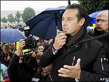 FPOe leader Heinz-Christian Strache at Vienna rally, 14 May 09