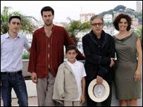 ايليا مع أبطال الفيلم الآخرين