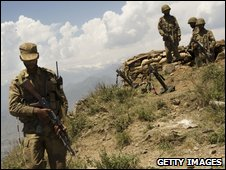 Pakistani soldier on a hill overlooking Swat Valley (22 May 2009)
