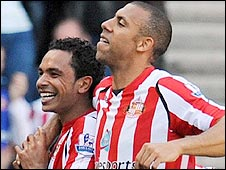 Kieran Richardson (left) celebrates with Anton Ferdinand after his goal against Chelsea