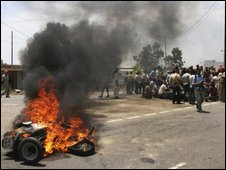 A vehicle is set on fire by protestors in Jalandhar, India, 25 May 2009