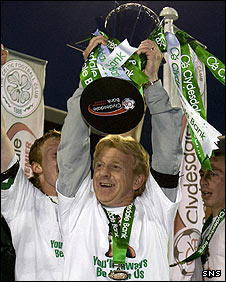 Gordon Strachan lifts the SPL trophy last year