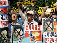 South Koreans protest in Seoul against the nuclear test on 25 May 2009