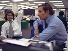 Carl Bernstein and Bob Woodward in a newspaper office