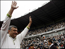 Georgian opposition politician Levan Gachechiladze attends a rally at Dynamo Tbilisi's stadium (26 May 2009)